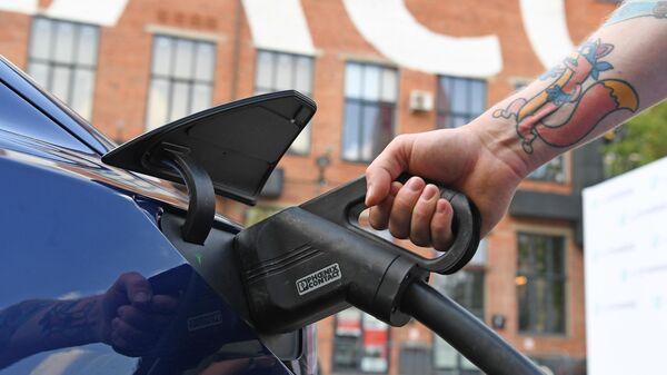 Презентация быстрой российской мобильной зарядки для электромобилей