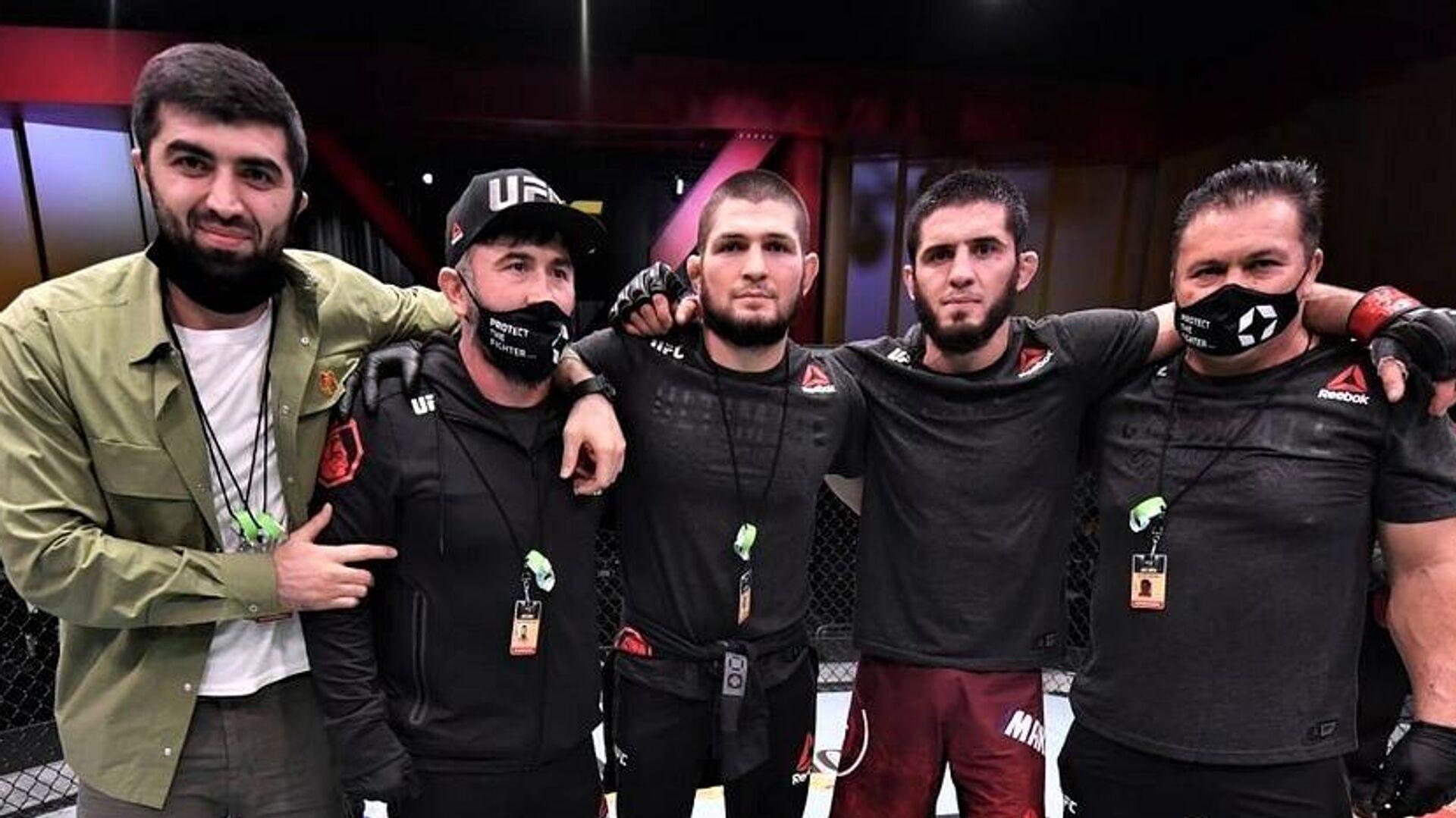 Ислам Махачев и его команда на UFC 258 - РИА Новости, 1920, 16.07.2021