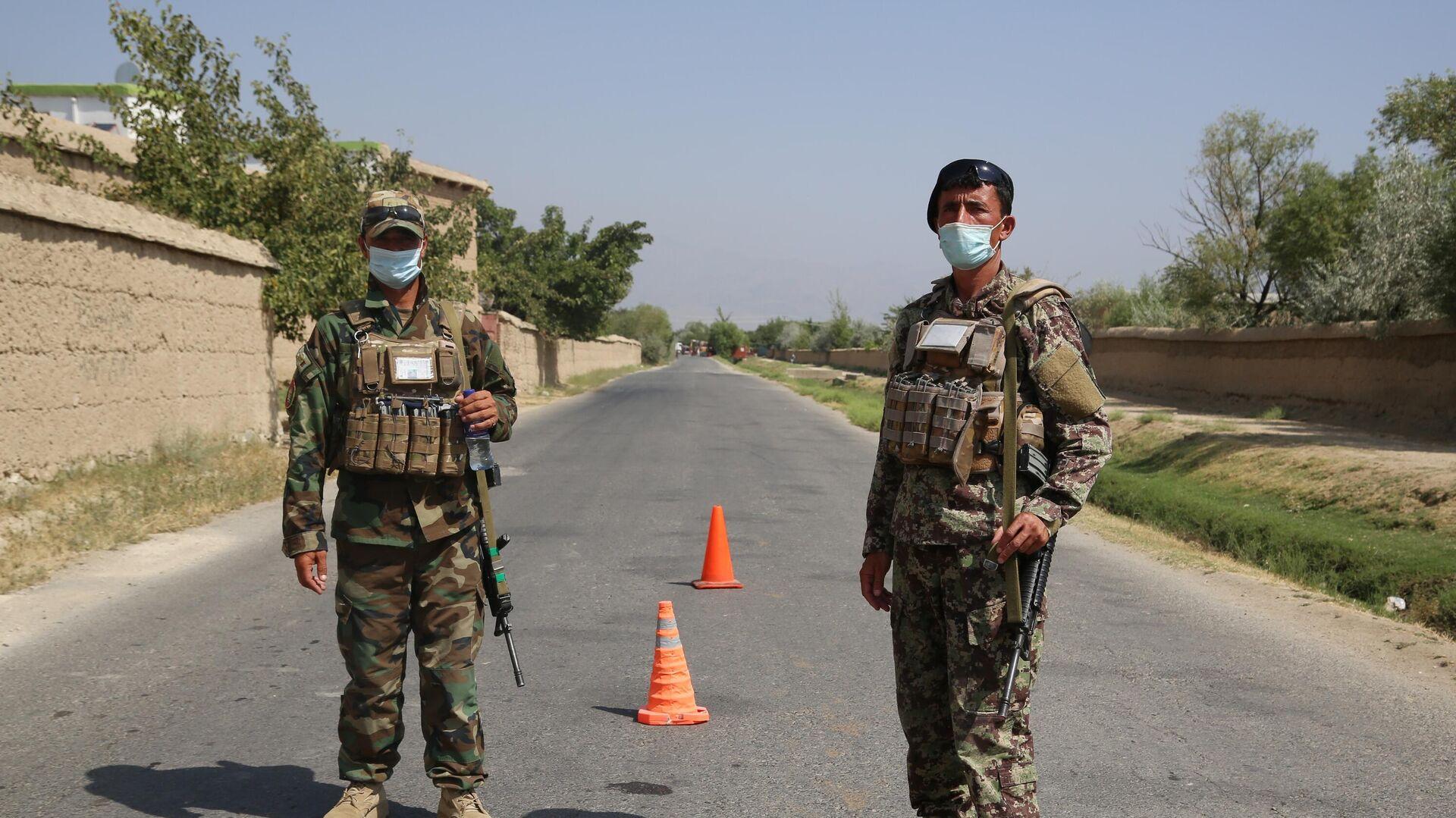 Военнослужащие правительственных войск Афганистана на посту возле авиабазы Баграм - РИА Новости, 1920, 01.08.2021