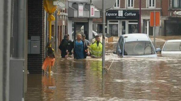 «Хуже, чем после бомбардировки»: разрушительные наводнения в Центральной Европе