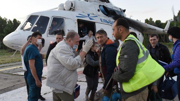 Пассажиры и члены экипажа, эвакуированные в Томск с места жесткой посадки самолета Ан-28 Сибирской легкой авиации в Томской области