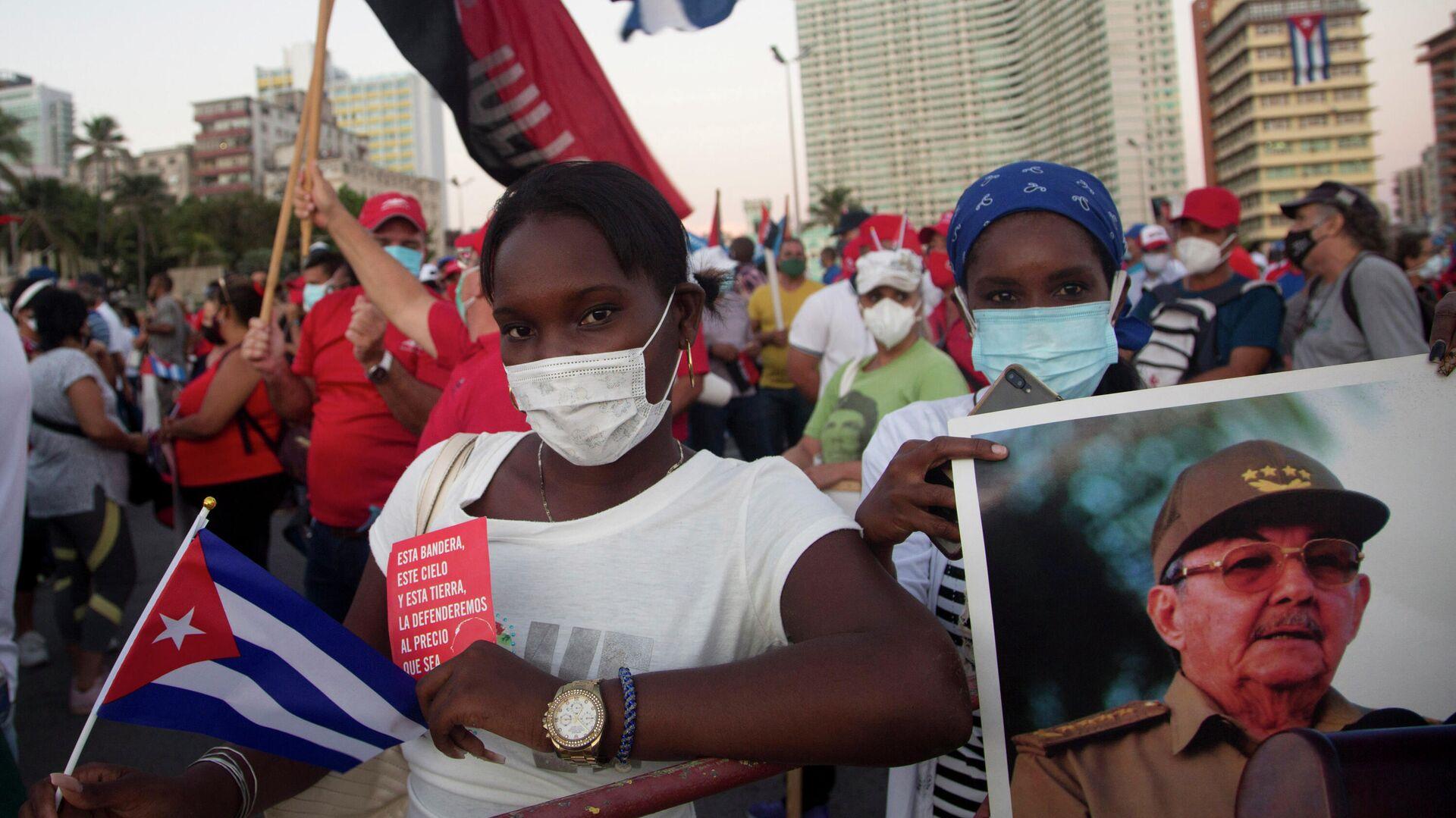 Более 100 тысяч человек вышли на улицы Кубы, чтобы выразить поддержку правительству и осудить прошедшие в стране массовые протесты - РИА Новости, 1920, 17.07.2021
