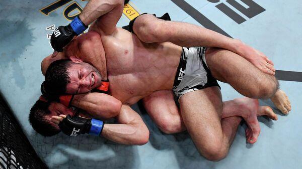 Ислам Махачев против Тиаго Мойзеса на UFC Вегас 31