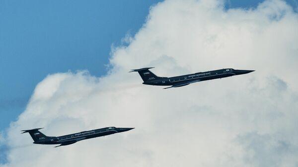 Самолёты Ту-134УБЛ Черная жемчужина на репетиции воздушной части парада в честь Дня ВМФ в Санкт-Петербурге
