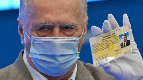 Владимир Жириновский во время регистрации избирательных списков ЛДПР в ЦИК