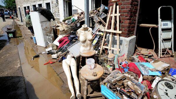 Поврежденные вещи после наводнения в Пепинстере, Бельгия