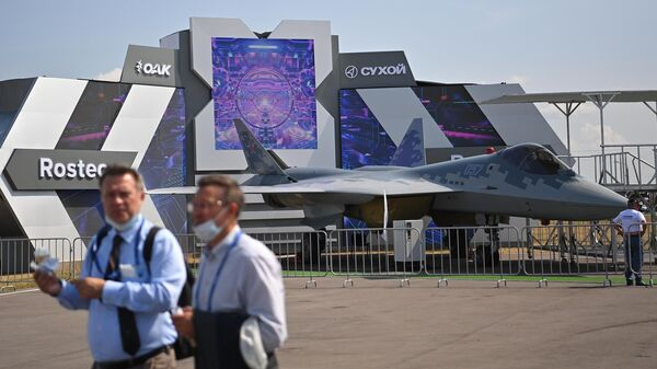 Многофункциональный истребитель пятого поколения Су-57 на выставке Международного авиационно-космического салона МАКС-2021