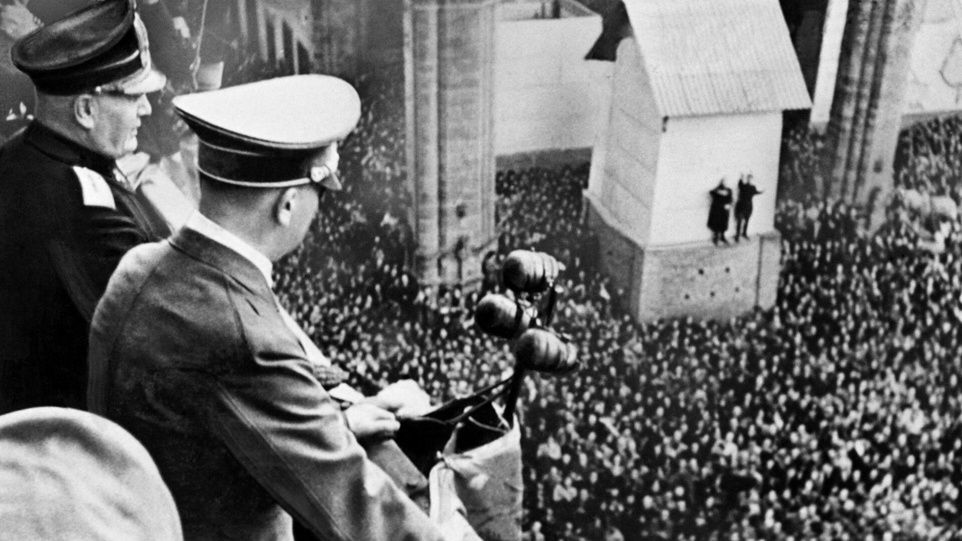 Бенито Муссолини и Адольф Гитлер - РИА Новости, 1920, 20.07.2021