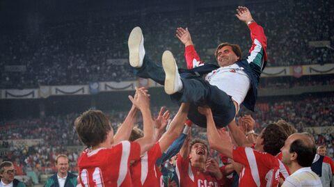 Сборная СССР по футболу празднует победу на Олимпиаде 1988 года в Сеуле