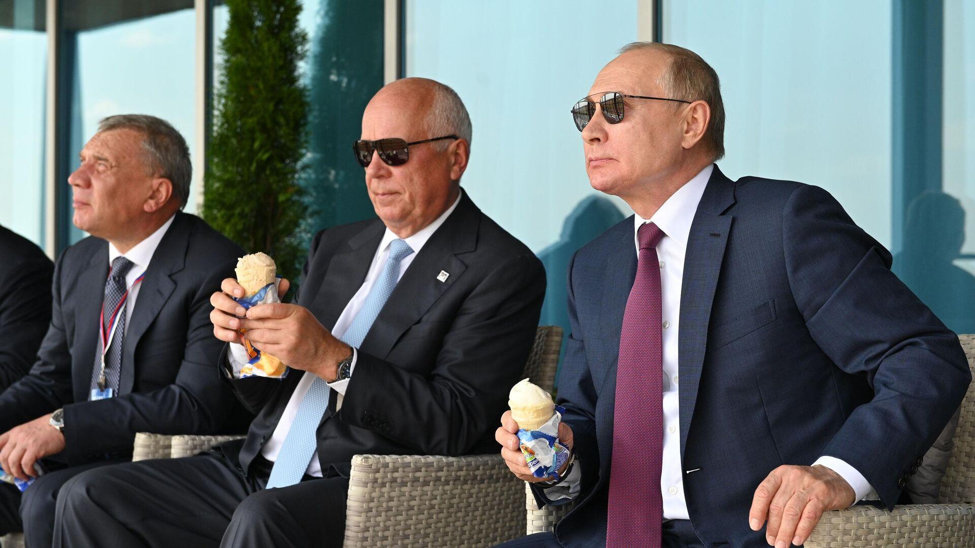 Президент РФ Владимир Путин на Международном авиационно-космическом салоне МАКС-2021 - РИА Новости, 1920, 20.07.2021