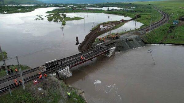 Кадры восстановительных работ на Транссибирской магистрали в Забайкалье