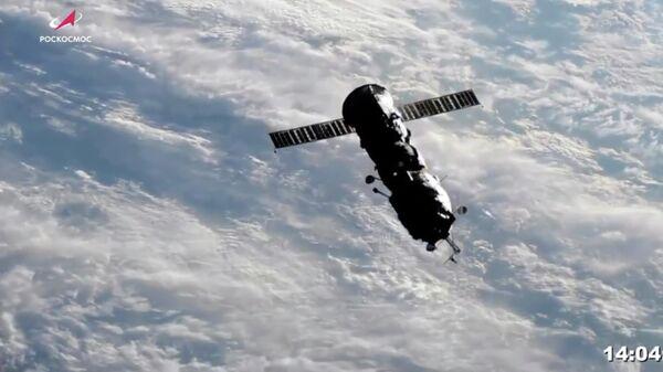 Модуль Пирс после отстыковки от МКС. Кадр трансляции