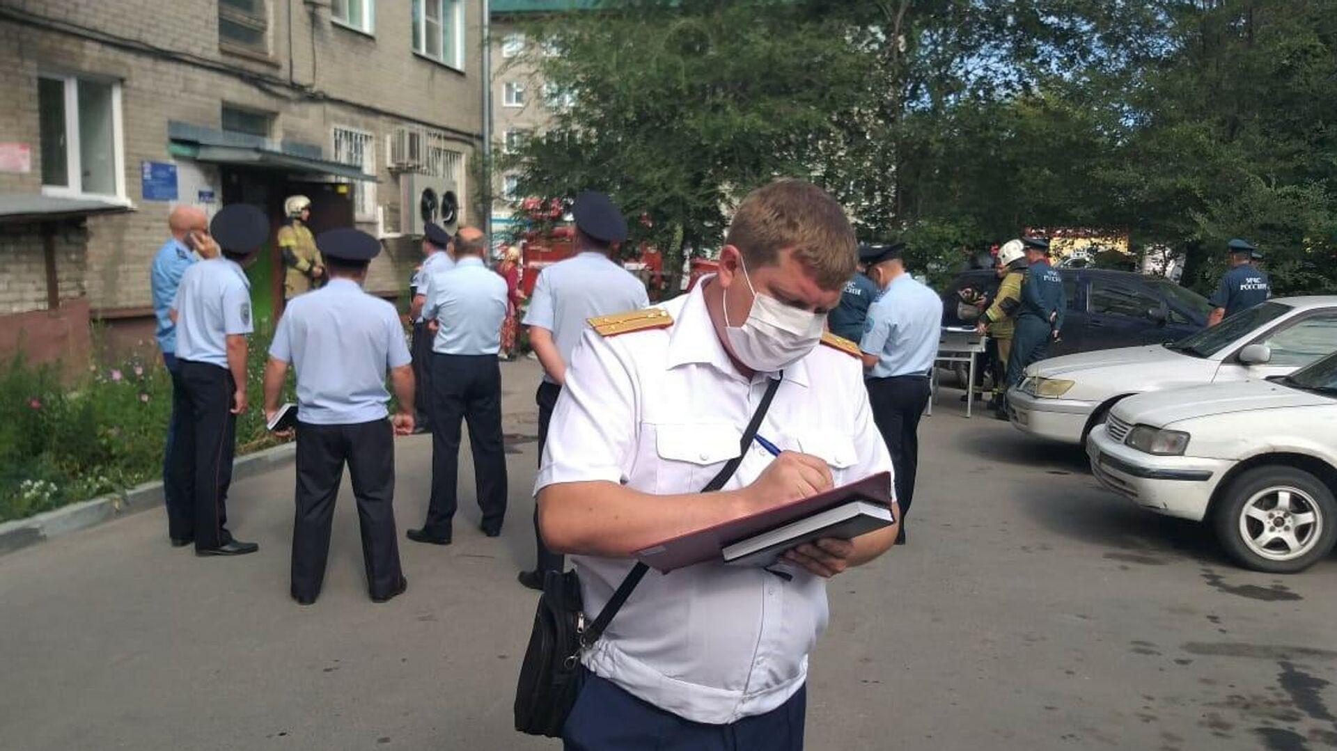 Следственный комитет на месте хлопка газа в жилом доме в Барнауле - РИА Новости, 1920, 29.07.2021