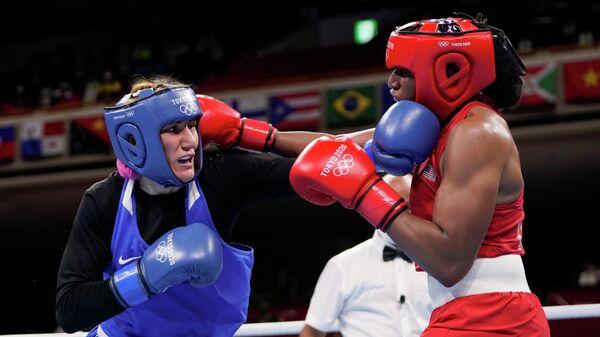 Зенфира Магомедалиева (слева) на Олимпиаде в Токио