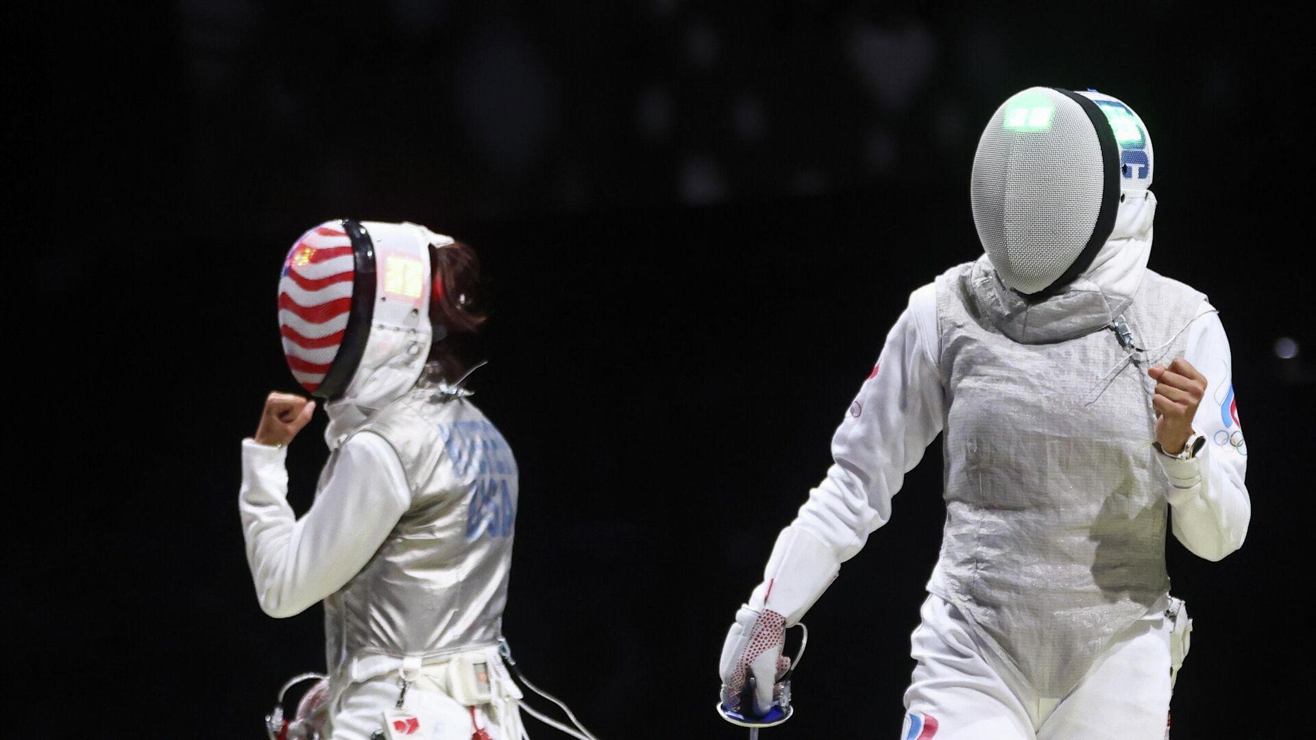 Российская рапиристка Аделина Загитуллина (справа) на Олимпийских играх в Токио - РИА Новости, 1920, 29.07.2021