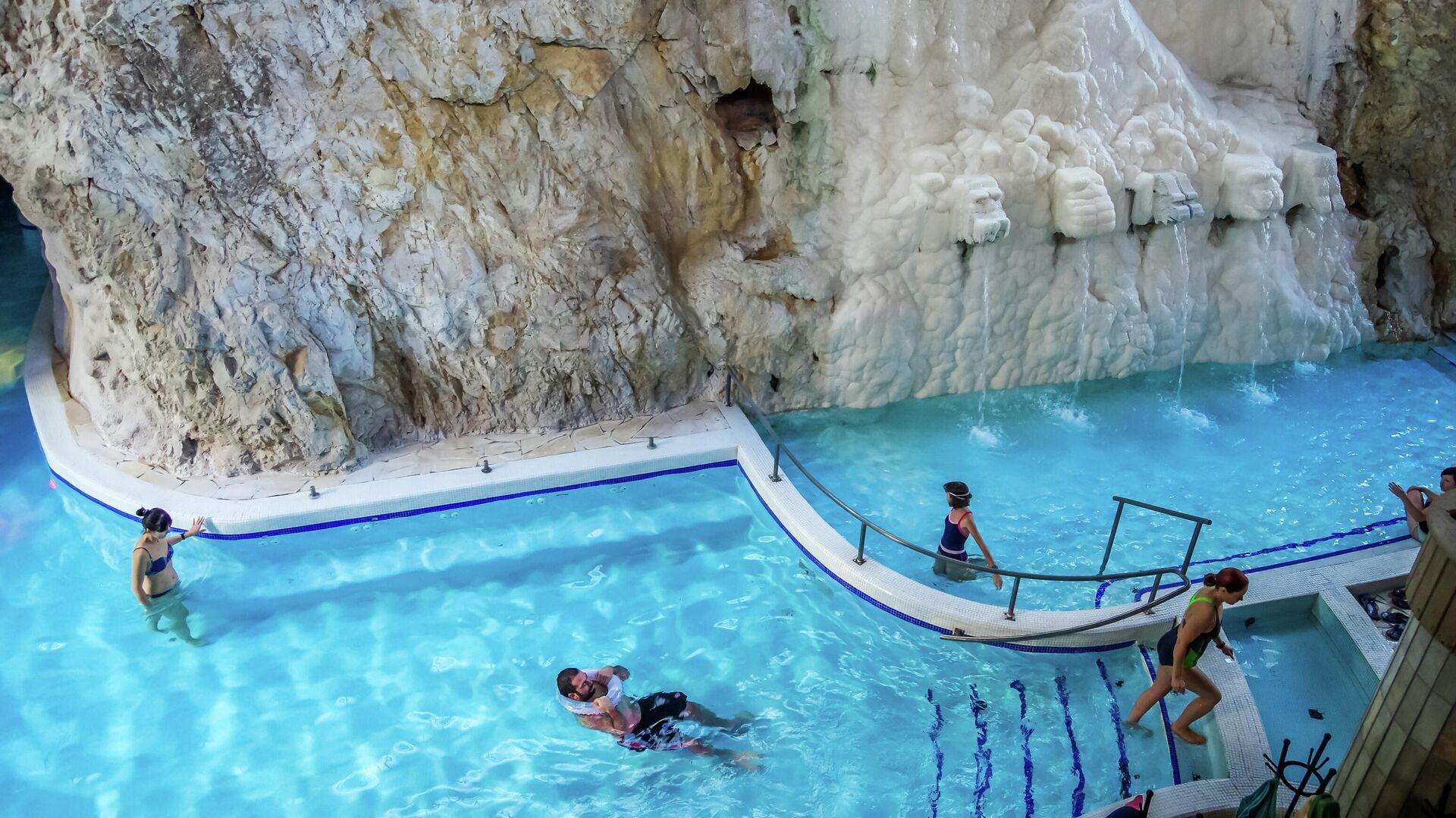Пещерная купальня — термальные ванны в естественной пещере на курорте Мишкольц-Тапольца - РИА Новости, 1920, 02.08.2021