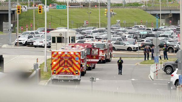 Автомобили спецслужб в районе станции метро Пентагон в Вашингтоне