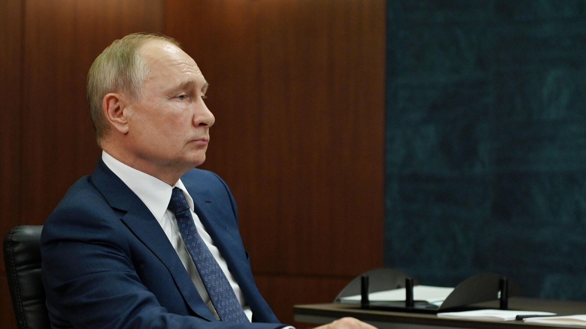 Путин поручил сообщать о видах коррупции с применением цифровых технологий