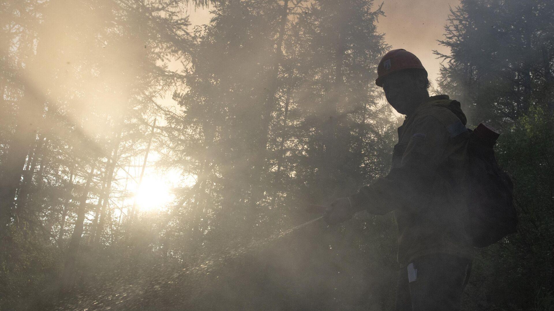 Глава Якутии назвал ситуацию с лесными пожарами крайне напряженной
