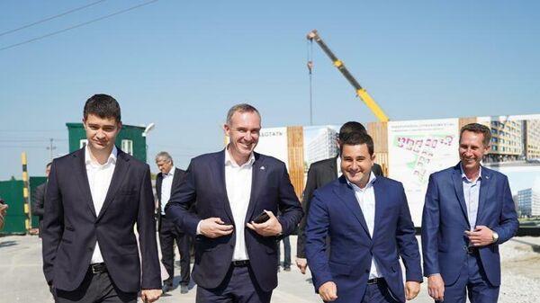 Замглавы Минстроя Никита Стасишин посетил строительство комплекса Домашний в Тюмени