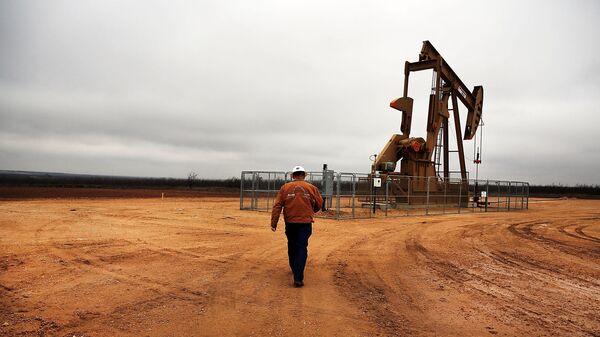 Вид на нефтяную скважину, штат Техас