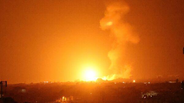 Последствия авиаудара Израиля по району Хан-Юнис, сектор Газа