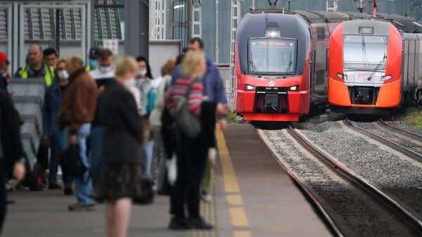 Двухэтажный поезд Штадлер запустили на МЦК в тестовом режиме