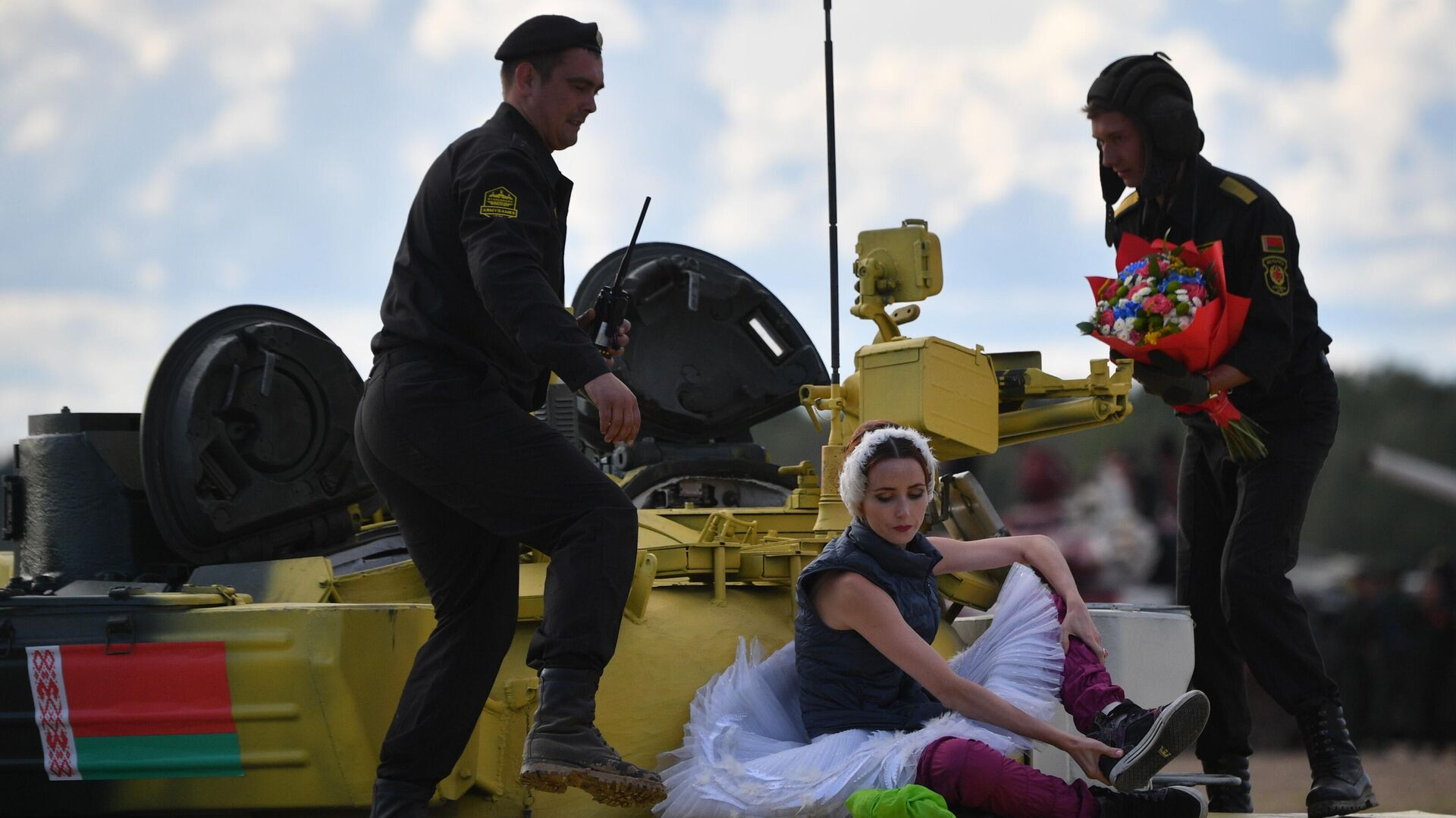"""""""Превосходно!"""": иностранцев восхитил танковый балет на """"Армии — 2021"""""""