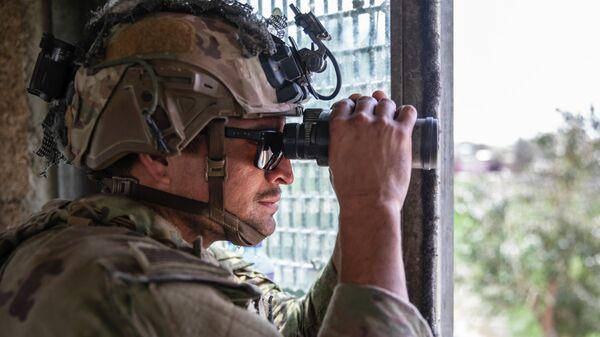 Военнослужащий армии США в аэропорту Кабула