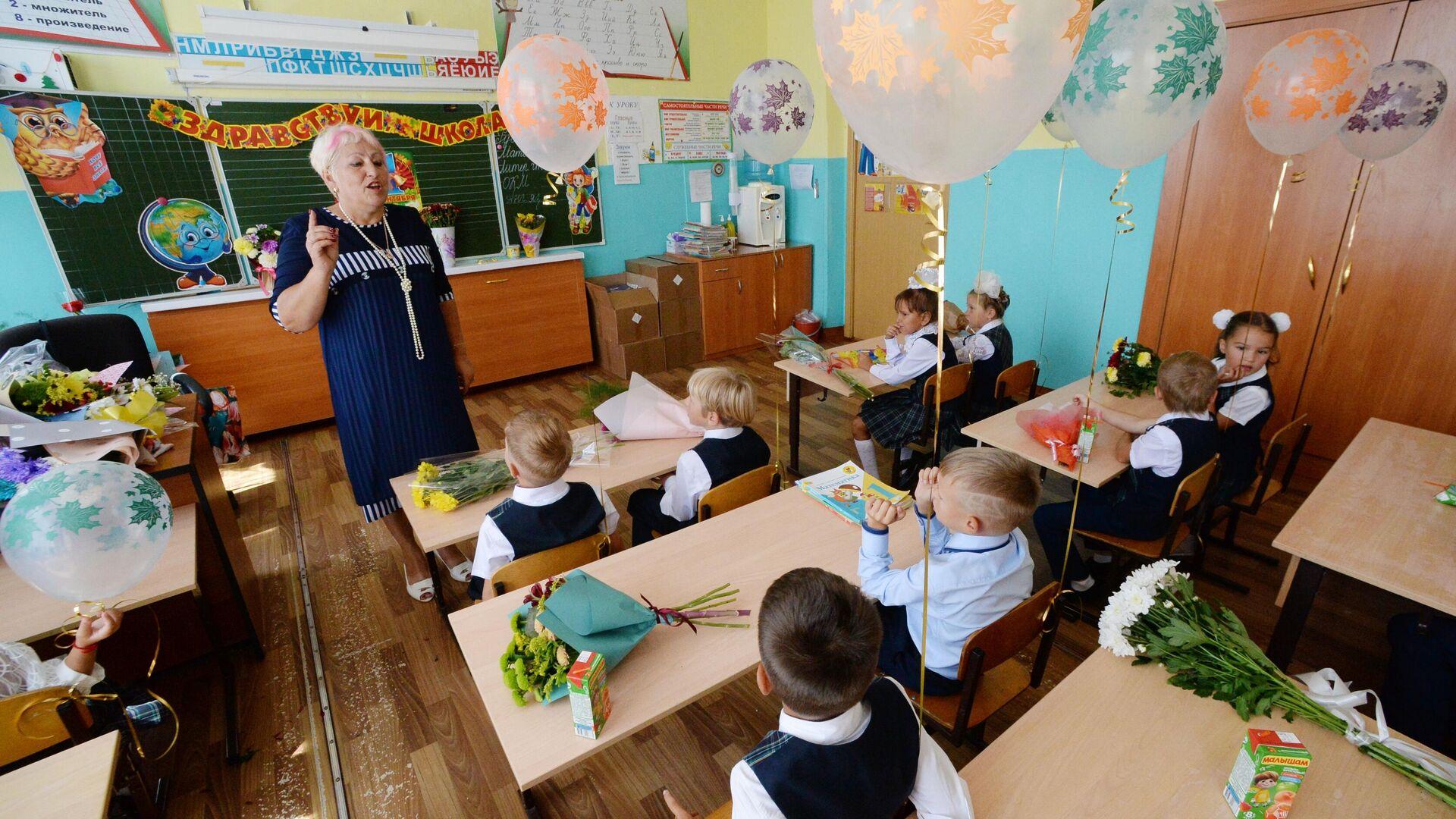 Ученики в школе - РИА Новости, 1920, 15.09.2021