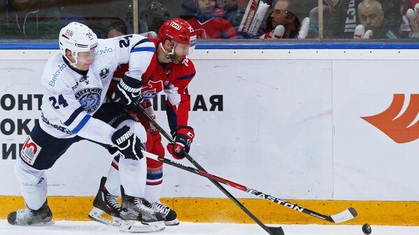 Дмитрий Коробов (слева)