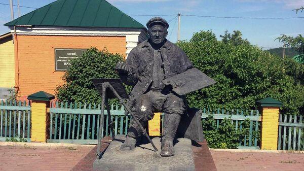Памятник Аркадию Пластову в селе Прислониха
