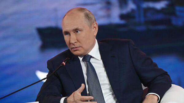 Пандемия затронула все сферы жизни, заявил Путин