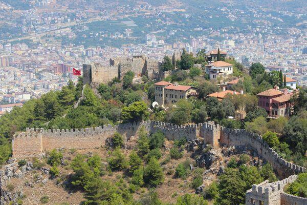 Вид на Старый город в городе Аланья