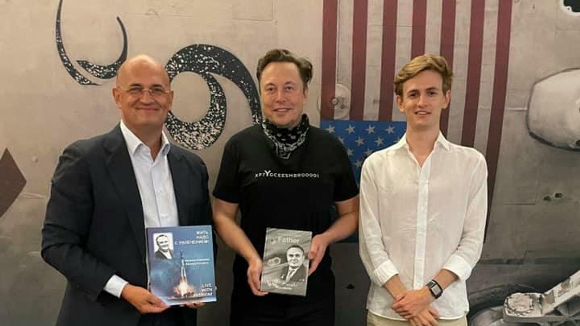 Маск ответил на приглашение Рогозина в Россию