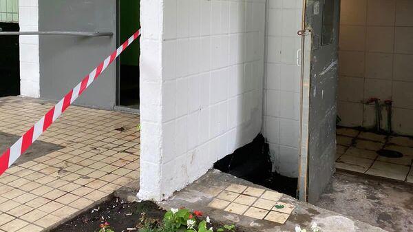 Младенец женского пола найдет в помещении мусоропровода в доме на Литовском бульваре в городе Москве