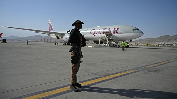 Самолет авиакомпании Qatar Airways в аэропорту Кабула