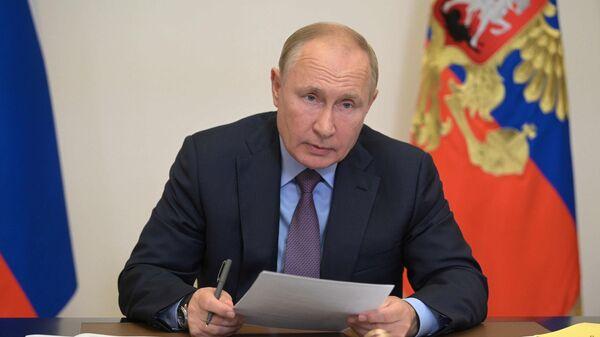 Президент РФ Владимир Путин в режиме видеоконференции проводит совещание с членами правительства РФ и руководством партии Единая Россия