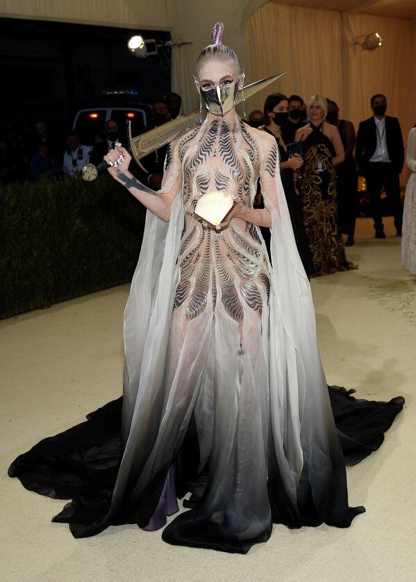 Граймс на балу Института костюма Met Gala в Нью-Йорке