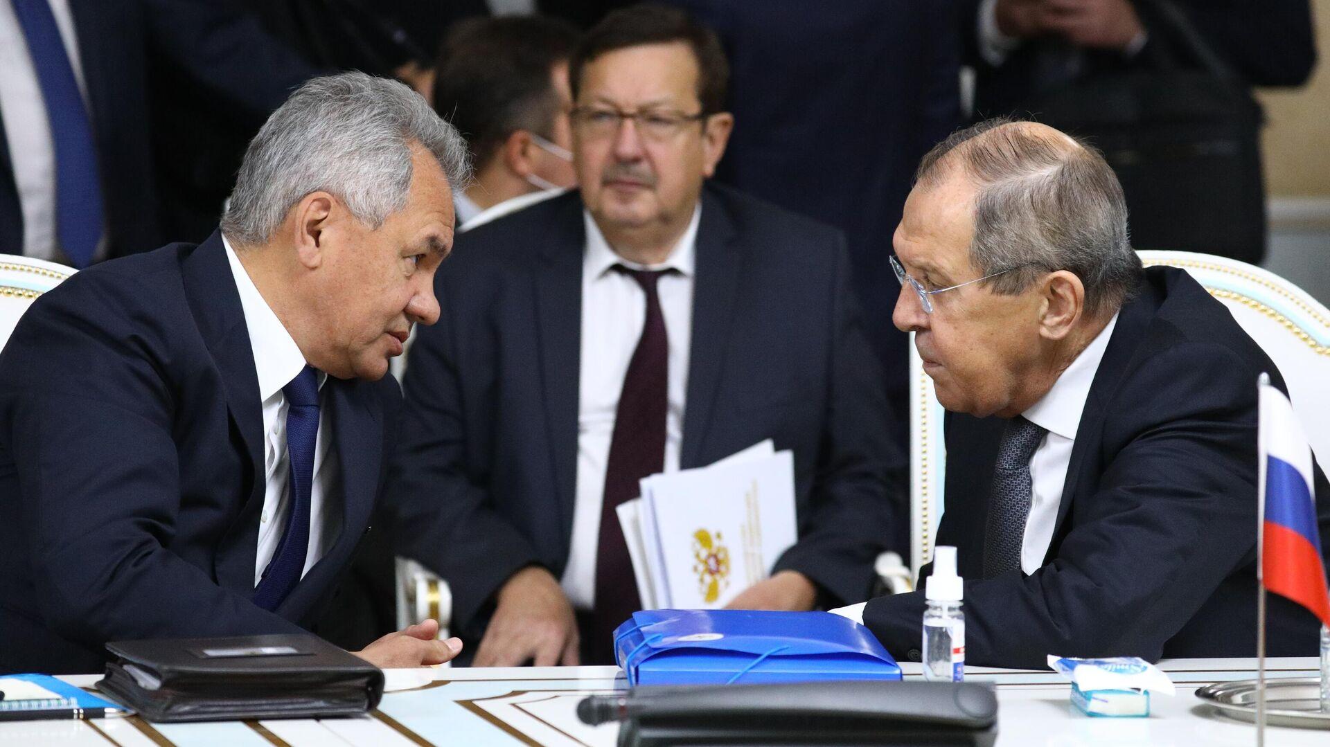 В Кремле не ответили на вопрос, пойдут ли Шойгу и Лавров в Госдуму