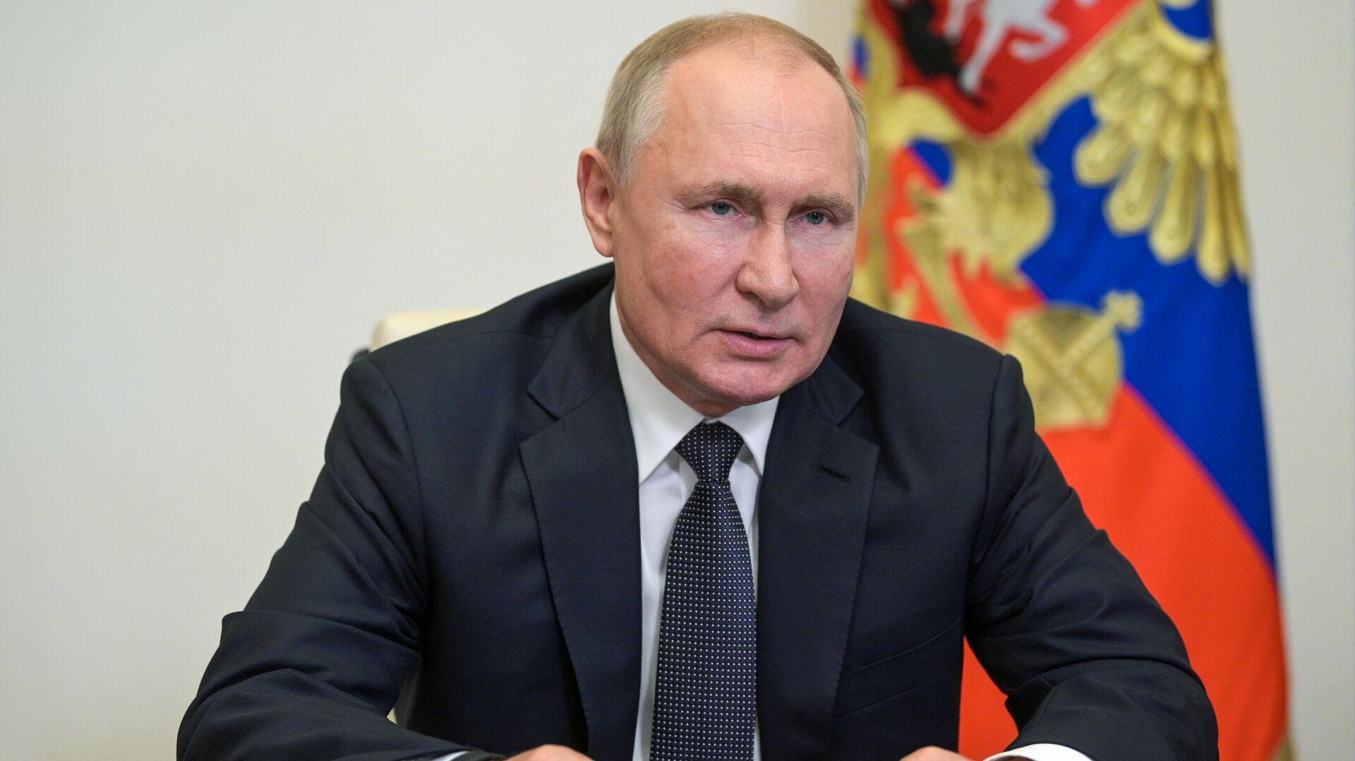 Путин поручил принять меры для увеличения спроса на российское оптоволокно