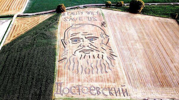 Портрет Федора Достоевского на поле с пшеницей