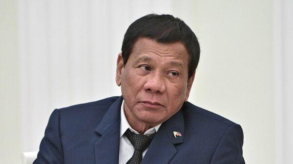 Проведут двоечку. Президент Филиппин решил стать серым кардиналом