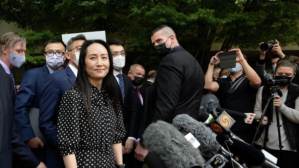 Финансовый директор Huawei Мэн Ваньчжоу после заседания суда в Ванкувере, Канада