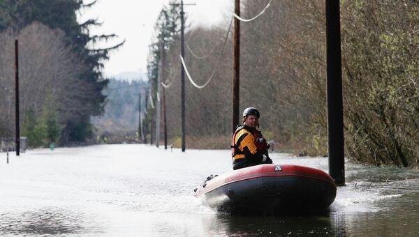 Работа поисково-спасательных служб по поиску жертв оползня в Вашингтоне