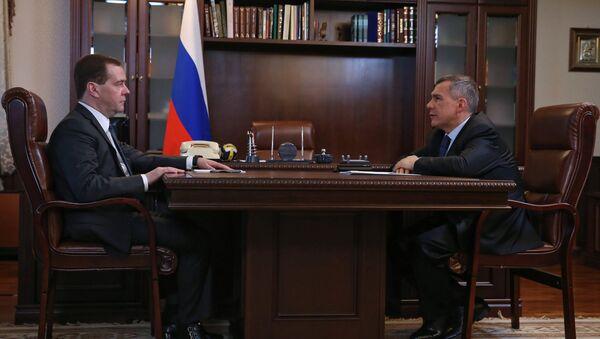 Премьер Дмитрий Медведев проводит встречу с президентом Республики Татарстан Рустамом Миннихановым