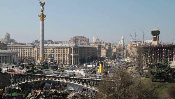 Неубранные баррикады на площади Независимости в Киеве, архивное фото