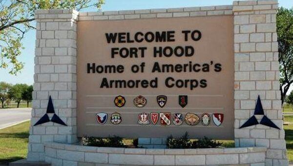 Главный вход на военную базу Форт-Худ в Техасе. Архивное фото
