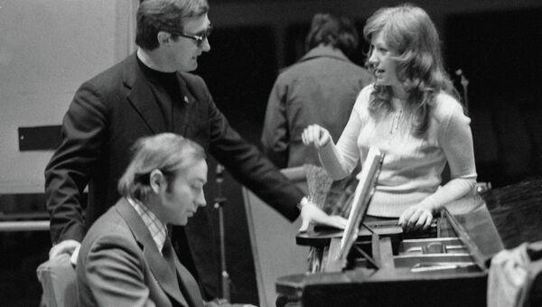 Эстрадная певица Алла Пугачева на репетиции, 1977