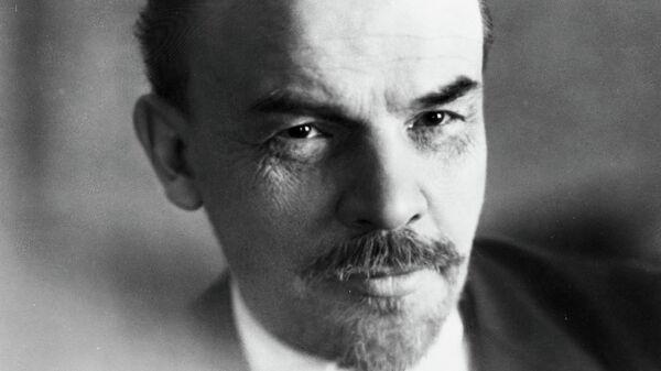 Владимир Ильич Ленин (1870-1924). Репродукция фотографии 1918 года. Фотограф М.С. Наппельбаум